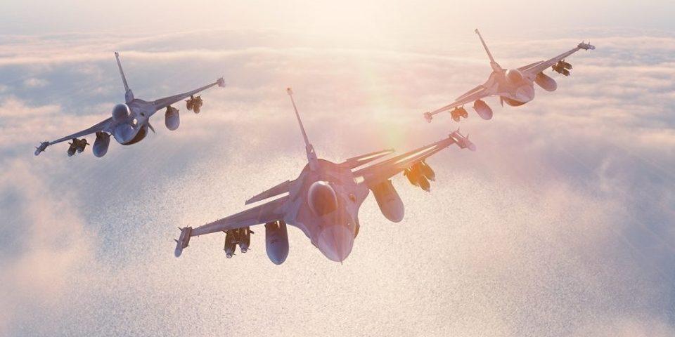 3機集まる戦闘機